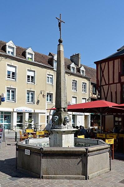 Photo du Monument Historique Fontaine Carnot situé à La Ferté-Bernard