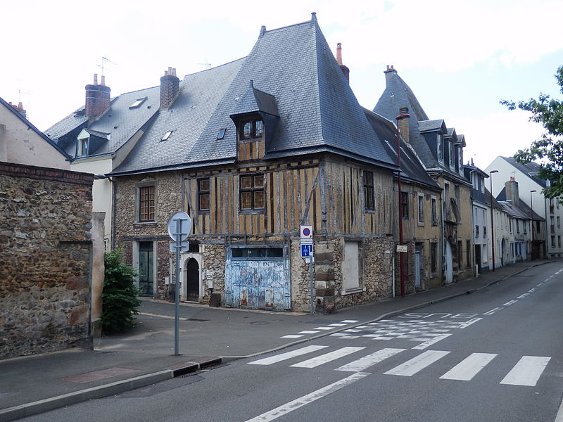 Photo du Monument Historique Ilôt urbain constitué par l'ancienne auberge de la Fontaine et les deux habitations voisines situé à Mans (Le)