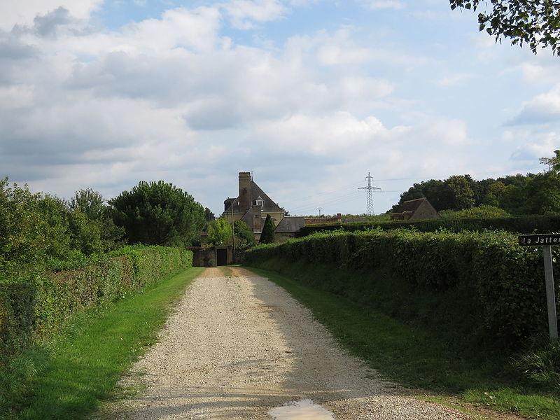 Photo du Monument Historique Logis de la Jatterie situé à Connerré
