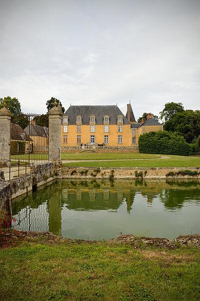Photo du Monument Historique Château de Courcival situé à Courcival