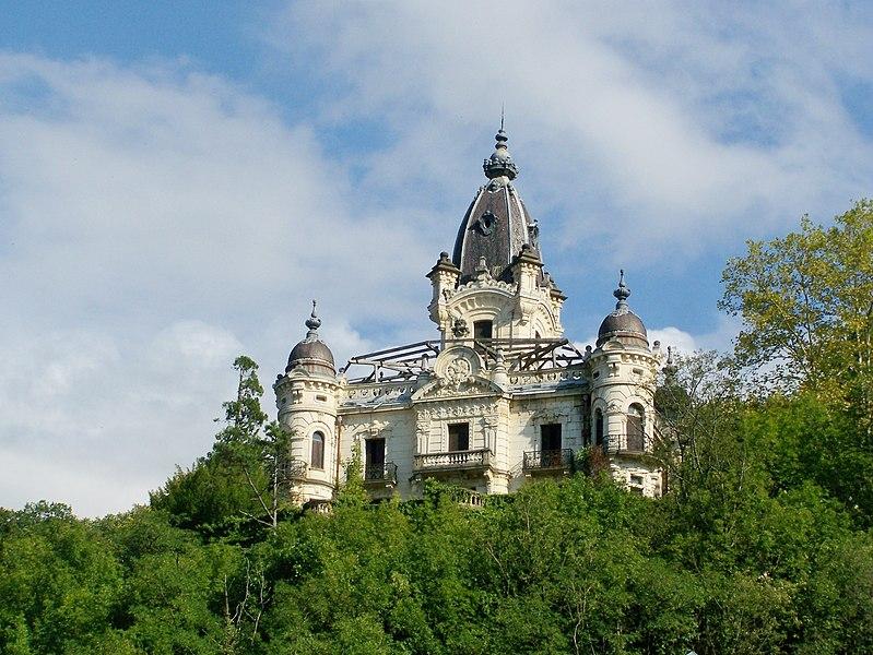 Photo du Monument Historique Château de la Roche du Roi situé à Aix-les-Bains