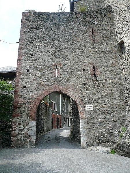 Photo du Monument Historique Porte Tarine à Conflans situé à Albertville