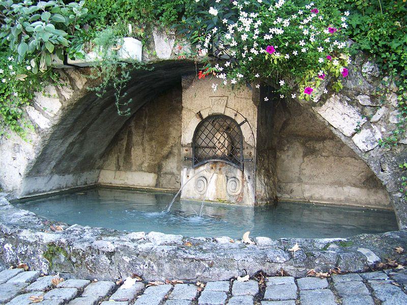 Photo du Monument Historique Fontaine des deux Bourneaux situé à Chambéry