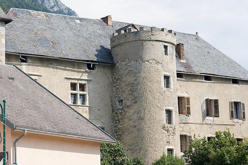 Photo du Monument Historique Château de Chevron situé à Mercury