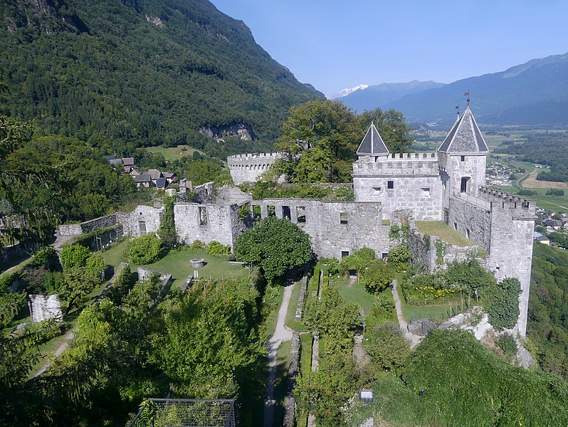 Photo du Monument Historique Château de Miolans situé à Saint-Pierre-d'Albigny