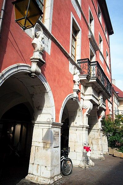 Photo du Monument Historique Hôtel de Sales situé à Annecy