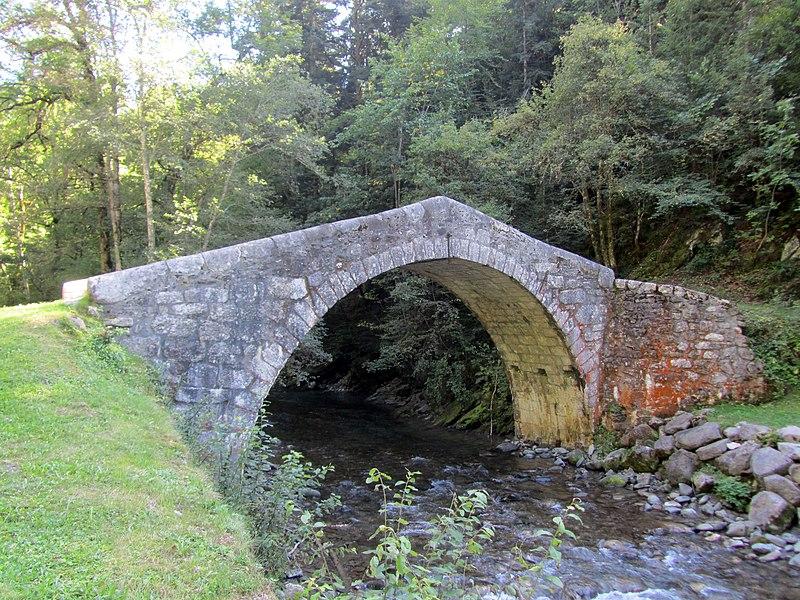 Photo du Monument Historique Pont dit Pont Romain situé à Les Clefs
