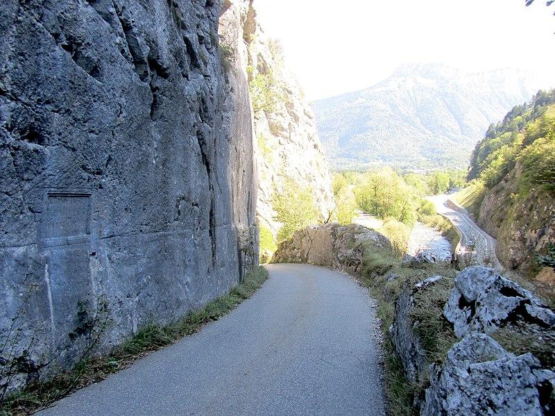 Photo du Monument Historique Voie romaine et inscription commémorative (également sur commune de Naves) situé à Dingy-Saint-Clair