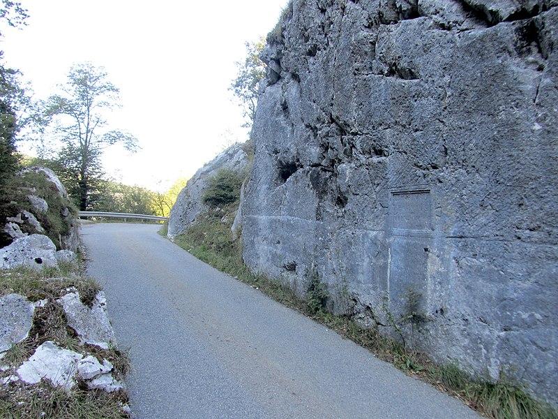 Photo du Monument Historique Voie romaine et inscription commémorative (également sur commune de Dingy-Saint-Clair) situé à Nâves-Parmelan