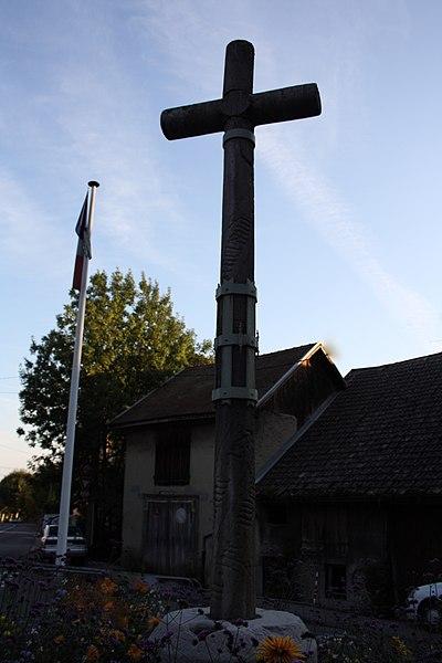 Photo du Monument Historique Croix de chemin en pierre provenant de l'ancien cimetiere de Farlon situé à La Roche-sur-Foron