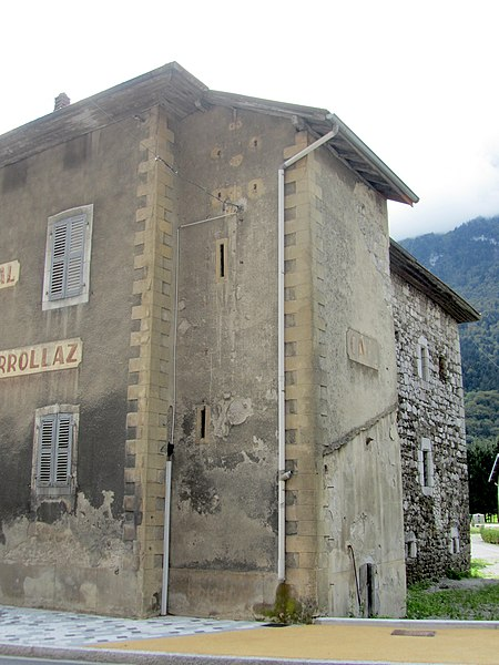 Photo du Monument Historique Maison forte de Loche situé à Magland