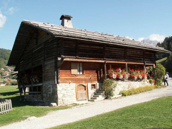 Photo du Monument Historique Ferme dite  maison du patrimoine bornandin  situé à Le Grand-Bornand