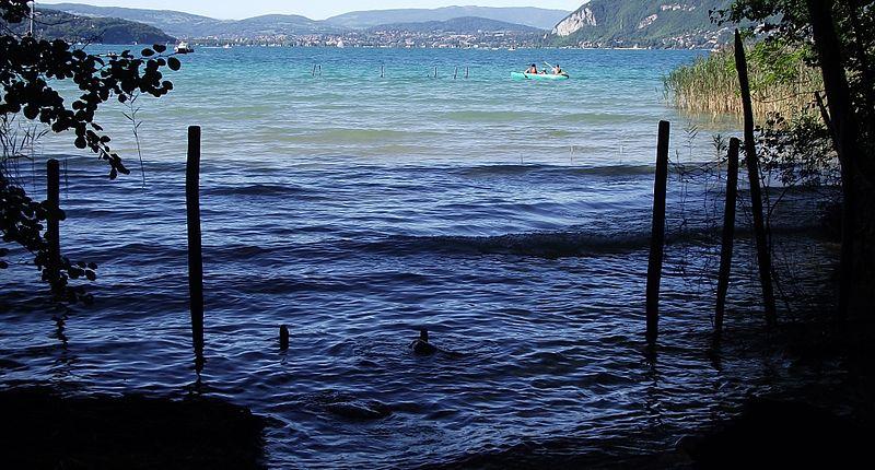 Photo du Monument Historique Site archéologique des Marais immergé dans le lac d'Annecy situé à Saint-Jorioz
