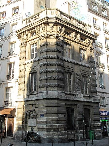 Photo du Monument Historique Fontaine du Trahoir situé à Paris 1er Arrondissement