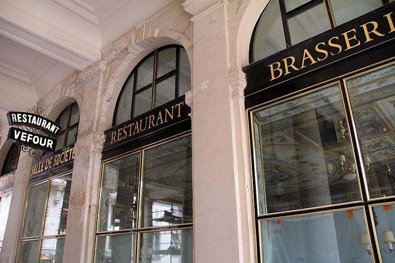 Photo du Monument Historique Immeuble en bordure du Palais-Royal, restaurant Le Grand Véfour situé à Paris 1er Arrondissement