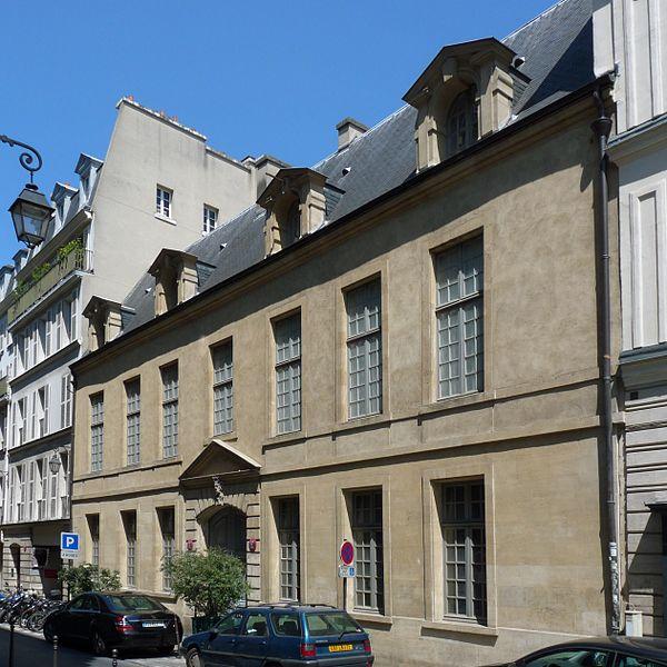 Photo du Monument Historique Immeuble, ancien hôtel de Bondeville situé à Paris 3e Arrondissement