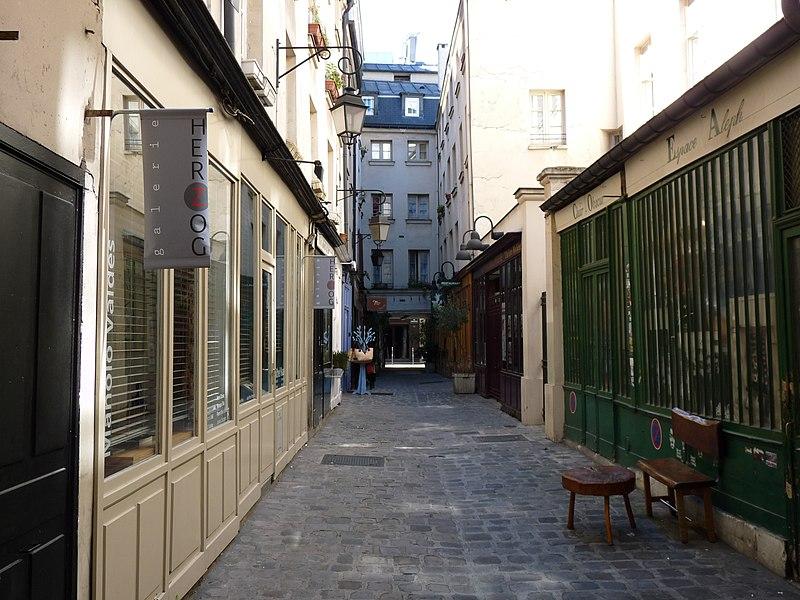 Photo du Monument Historique Passage Molière et immeubles situé à Paris 3e Arrondissement