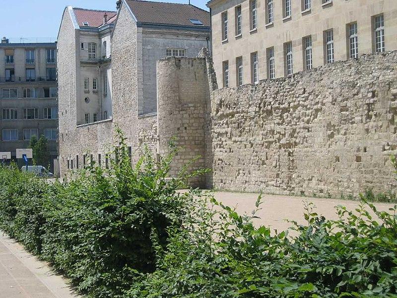 Photo du Monument Historique Enceinte de Philippe-Auguste situé à Paris 4e Arrondissement