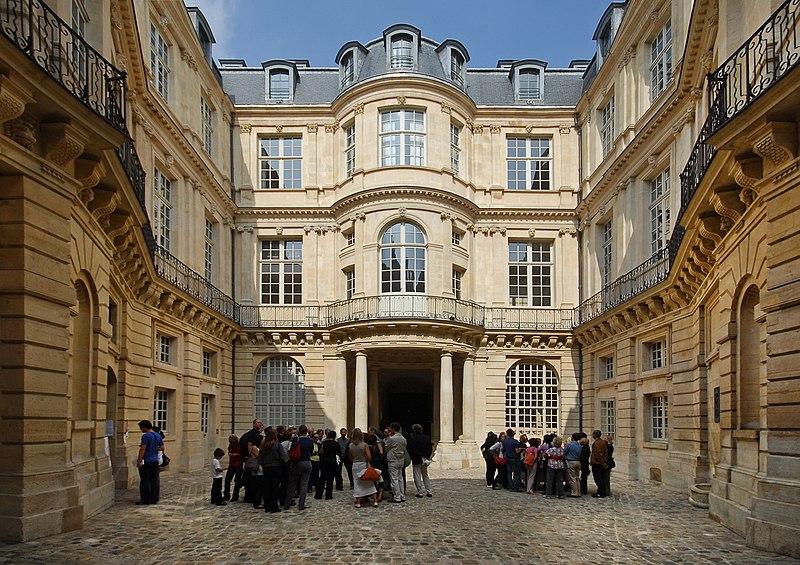 Photo du Monument Historique Hôtel de Beauvais, actuellement Cour Administrative d'Appel de Paris situé à Paris 4e Arrondissement