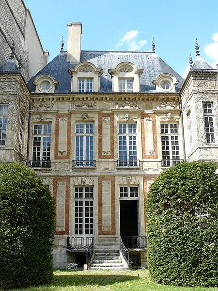 Photo du Monument Historique Hôtel de Chalons-Luxembourg situé à Paris 4e Arrondissement