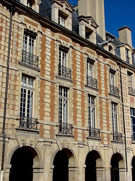 Photo du Monument Historique Ancien Hôtel de Chaulnes ou hôtel Descures ou Nicolay-Goussainville situé à Paris 4e Arrondissement