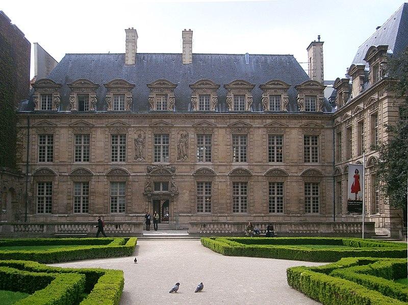 Photo du Monument Historique Hôtel du Petit-Sully situé à Paris 4e Arrondissement