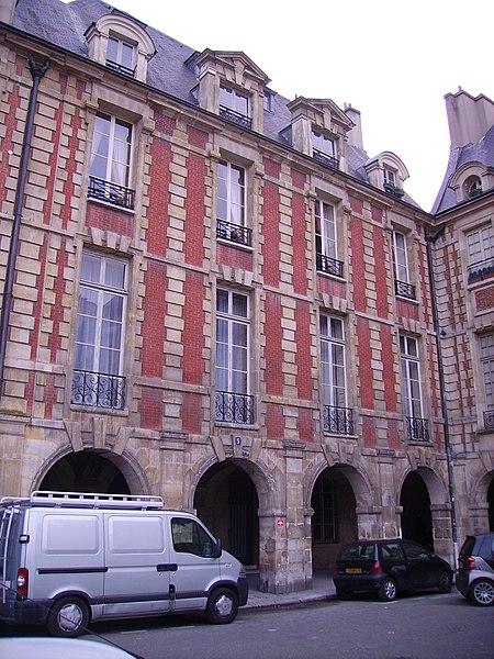Photo du Monument Historique Hôtel de la Salle  ou hôtel Castelnau ou hôtel de Rotrou situé à Paris 4e Arrondissement