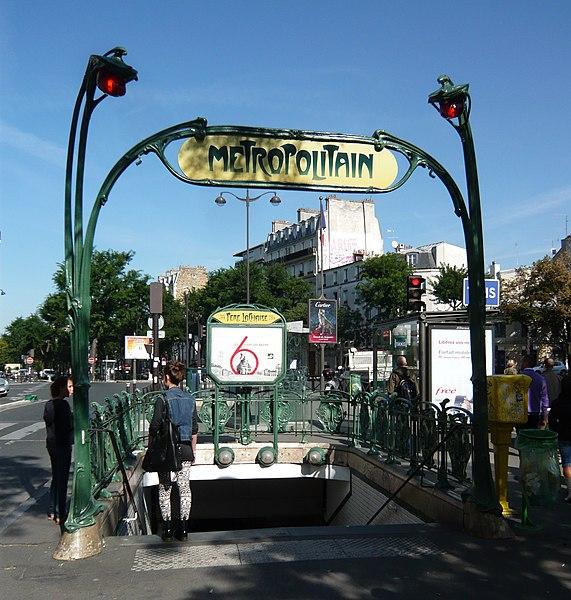 Photo du Monument Historique Métropolitain, station Père-Lachaise situé à Paris 11e Arrondissement