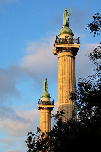 Photo du Monument Historique Barrière du Trône situé à Paris 12e Arrondissement