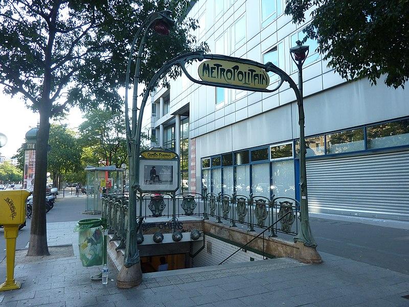Photo du Monument Historique Métropolitain, station Campo-Formio situé à Paris 13e Arrondissement