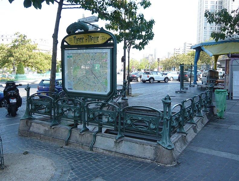 Photo du Monument Historique Métropolitain, station Place d'Italie situé à Paris 13e Arrondissement