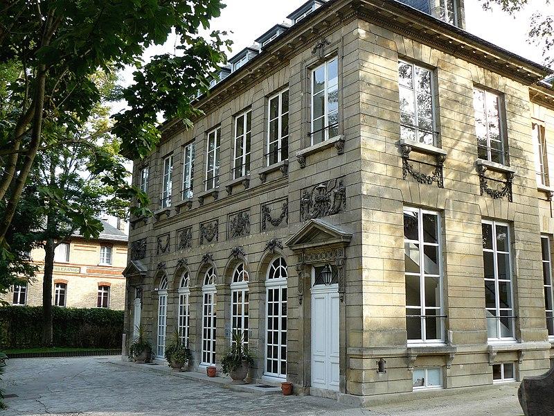 Photo du Monument Historique Hôtel de Massa, actuellement siège de la Société des Gens de Lettres situé à Paris 14e Arrondissement