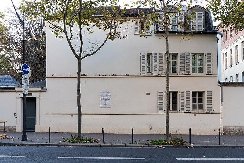 Photo du Monument Historique Ancien relais de poste, kiosque et regard situé à Paris 14e Arrondissement