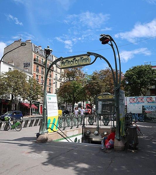 Photo du Monument Historique Métropolitain, station Pasteur situé à Paris 15e Arrondissement