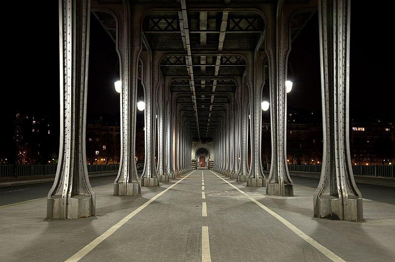 Photo du Monument Historique Pont de Bir-Hakeim situé à Paris 15e Arrondissement