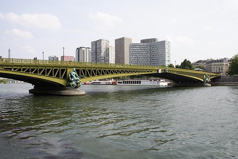 Photo du Monument Historique Pont Mirabeau situé à Paris 15e Arrondissement