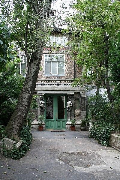 Photo du Monument Historique Ateliers d'artistes La Ruche situé à Paris 15e Arrondissement