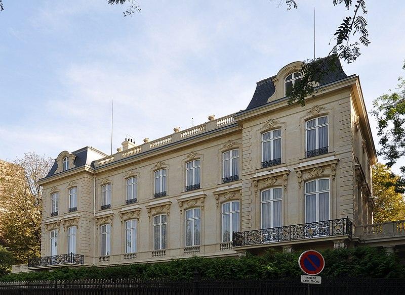 Photo du Monument Historique Hôtel de Monpelas, actuellement ambassade de la République d'Angola situé à Paris 16e Arrondissement