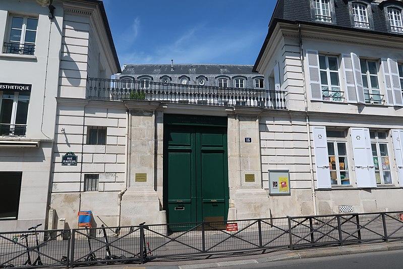 Photo du Monument Historique Ancien Hôtel Véron ou Château d'Auteuil, dit aussi Hôtel Puscher ou de Pérignon situé à Paris 16e Arrondissement