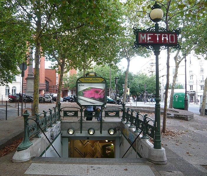 Photo du Monument Historique Métropolitain, station Eglise-d'Auteuil situé à Paris 16e Arrondissement