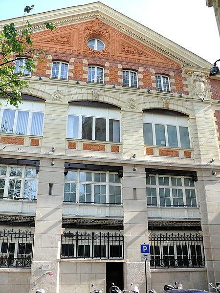 Photo du Monument Historique Immeuble (usine électrique) situé à Paris 17e Arrondissement