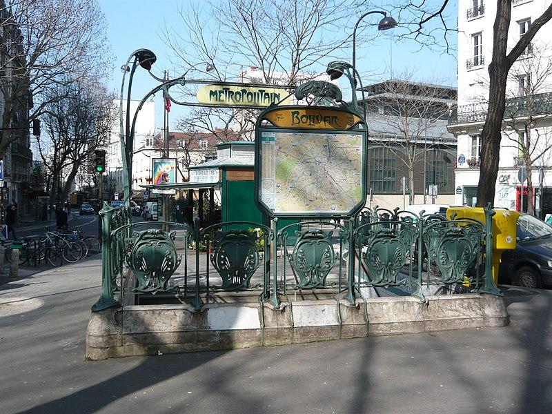 Photo du Monument Historique Métropolitain, station Barbès-Rochechouart situé à Paris 18e Arrondissement