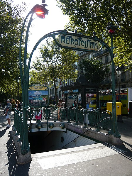 Photo du Monument Historique Métropolitain, station Blanche situé à Paris 18e Arrondissement