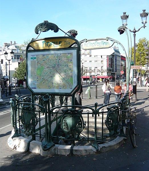 Photo du Monument Historique Métropolitain, station Pigalle situé à Paris 18e Arrondissement