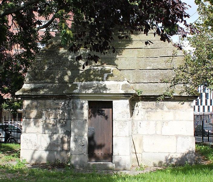 Photo du Monument Historique Eaux du Pré-Saint-Gervais : Regard des Maussains situé à Paris 19e Arrondissement