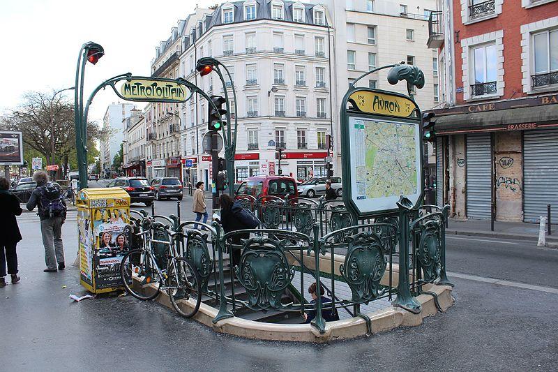 Photo du Monument Historique Métropolitain, station Avron situé à Paris 20e Arrondissement