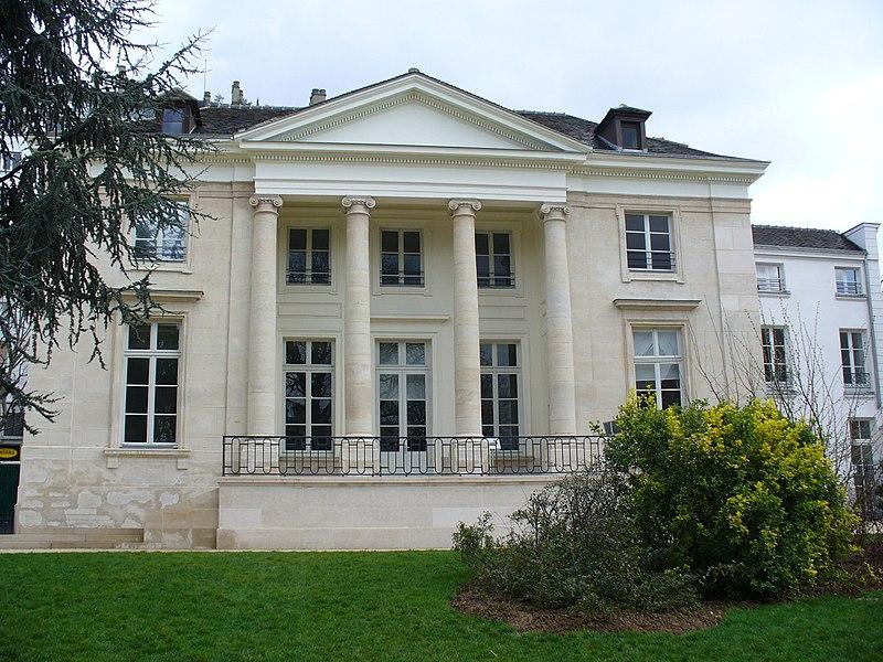 Photo du Monument Historique Pavillon dit Pompadour situé à Paris 20e Arrondissement