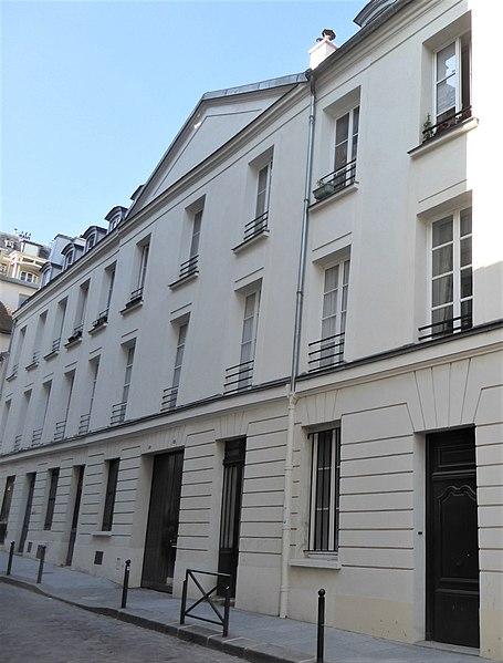 Photo du Monument Historique Immeuble, ancienne caserne des Gardes Françaises situé à Paris 5e Arrondissement