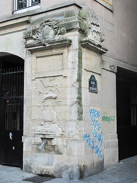 Photo du Monument Historique Fontaine Maubuée situé à Paris 5e Arrondissement