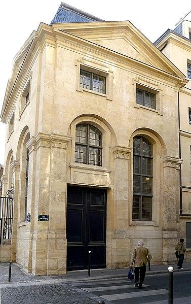 Photo du Monument Historique Pavillon sud bordant la cour d'honneur de l'abbaye du Val-de-Grâce situé à Paris 5e Arrondissement
